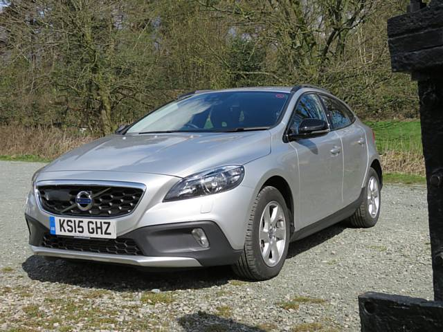 Oldham  News | Reviews News | Volvo V40 Cross Country - Review - Chronicle Online