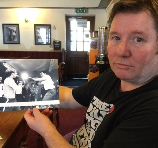 LES Close and the photo of him taking a surprise swing at iconic Muhammad Ali.