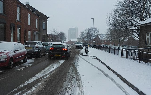 The scene on Henshaw Street heading into Oldham town centre this morning