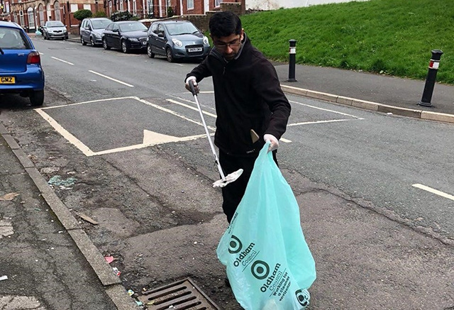 Volunteers from Ahmadiyya Muslim Youth Oldham got stuck into a Roundthorn community clean-up session