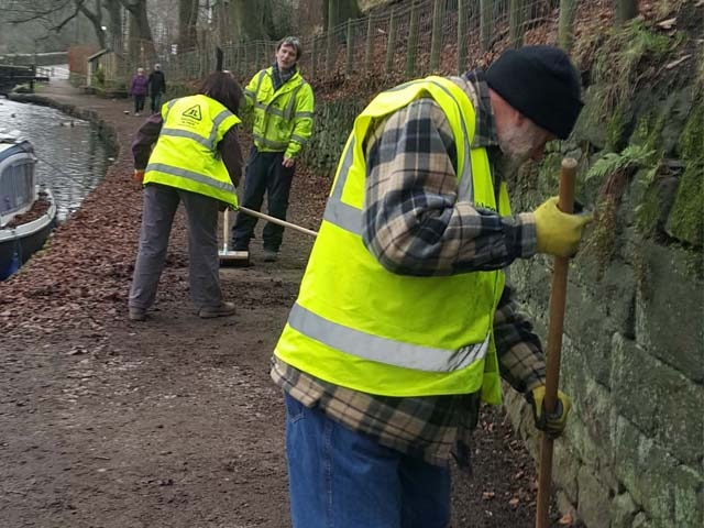 Volunteers cleaning up Wade lock in Uppermill