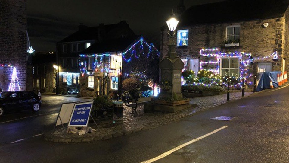 Dobcross Square Christmas Lights