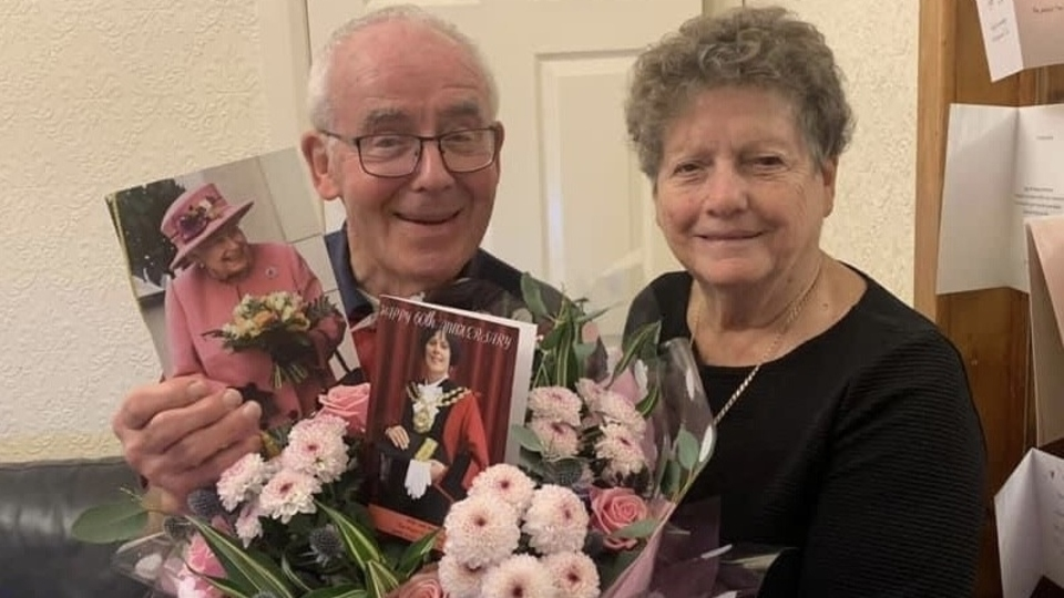 Oldham News Main News Fred And Anita S Extra Special 60th Wedding Anniversary Surprise Oldham Chronicle